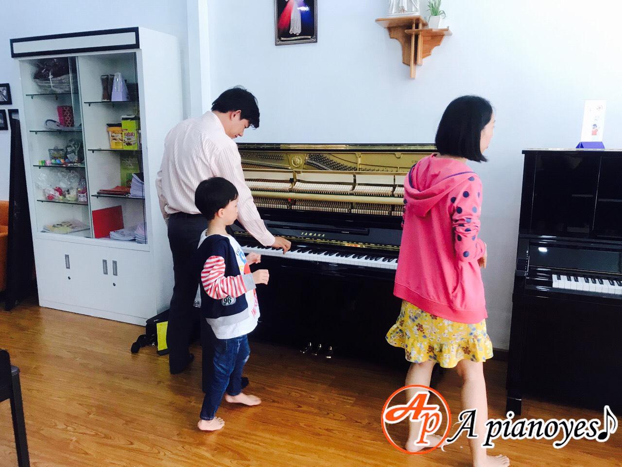 mua đàn piano cho bé