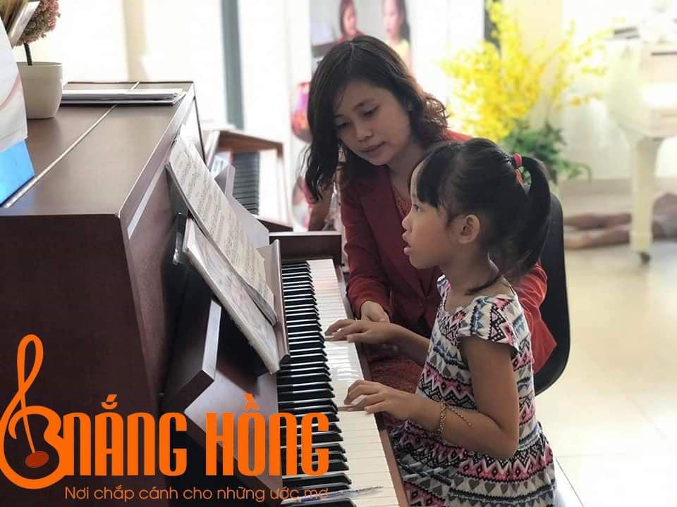 Học piano có phù hợp với trẻ em không
