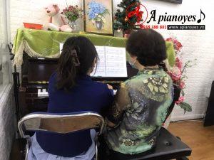 lớp học piano người lớn tại Apianoyes - Nắng Hồng Music